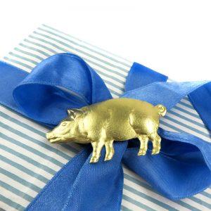 Dresdner Pappe Geschenkverpackung mit goldenem geprägtem Glücksschwein