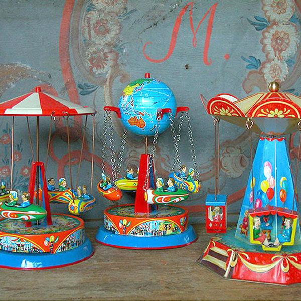 Nostalgisches Spielzeug Blechkarussell Blechspielzeug