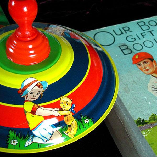 Nostalgisches Spielzeug Blechkreisel