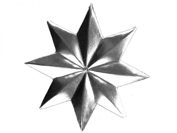 großer Stern aus Pappe in silber